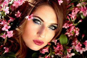 woman, beauty, flowers-1361904.jpg